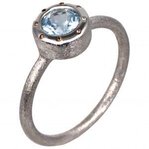 Baltojo aukso sužadėtuvių žiedas su skaidriu topazu