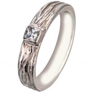 Baltojo aukso komfortiškas sužadėtuvių žiedas su Princess deimantu
