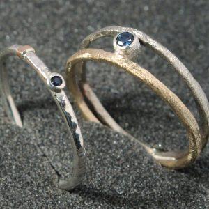 Baltojo ir raudonojo aukso žiedai su safyrais