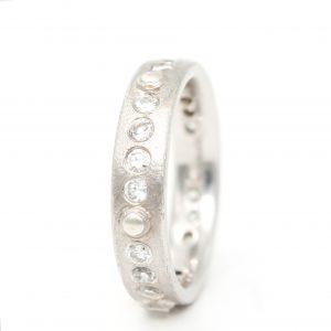 Baltojo aukso sužadėtuvių žiedas su deimantais