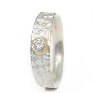 Sidabrinis žiedas su skaidriu topazu aukso apsode