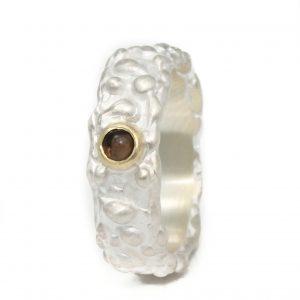 Sidabrinis žiedas su dūminiu kvarcu aukso apsode