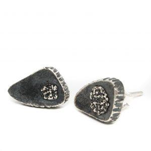 Maži tamsinto sidabro auskarėliai
