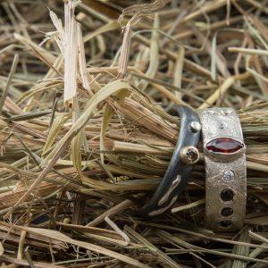Vienetiniai sidabriniai žiedai