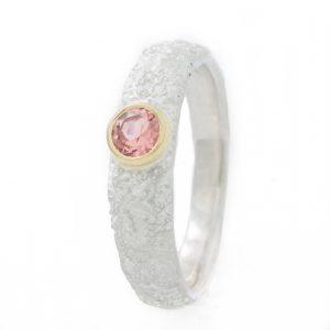 Sidabrinis sužadėtuvių žiedas su turmalinu.
