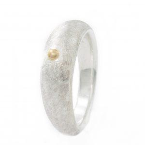 Sidabro žiedas su mažyčiu gryno aukso lašeliu