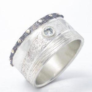 Masyvus, išskirtinis sidabro ir aukso žiedas su žydru topazu