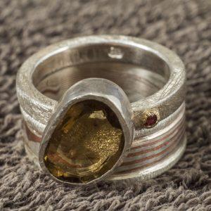 Dviejų dalių žiedas Mokume Gane su kvarcu ir safyru