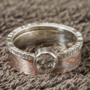 Dviejų dalių žiedas Mokume Gane su topazu