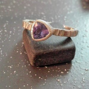 Elegantiškas sidabro žiedas su jolitu