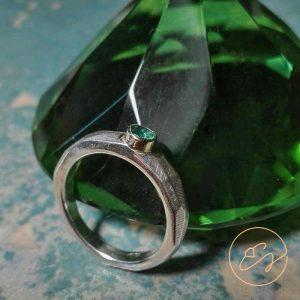 Sidabro žiedas su smaragdu