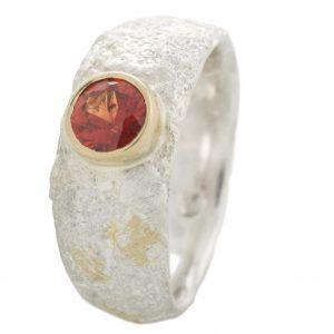 Sidabro ir aukso žiedas su raudonuoju safyru