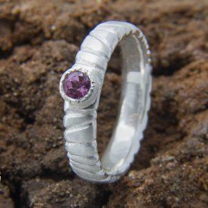 Elegantiškas sidabro žiedas su rožiniu turmalinu