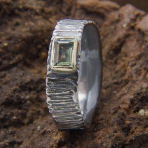 Originalus pilkojo sidabro žiedas su natūraliu heliodoru