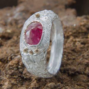 Vintažinis sidabro žiedas su 1,2 ct rose cut rubinu
